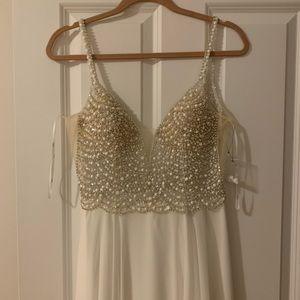 Lulus True Love Dress size 6 white never worn!!!